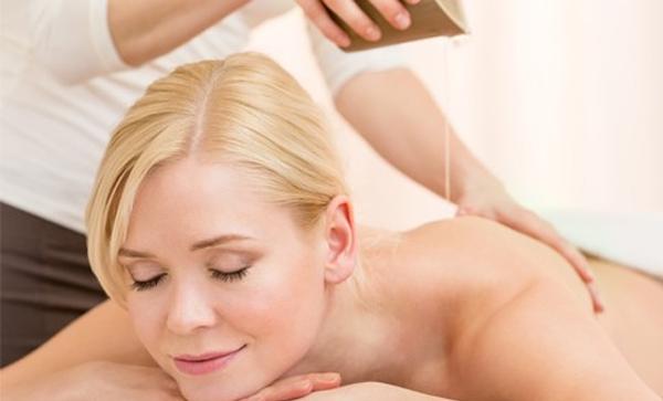 Les bienfaits d'un msassage à l'huile de massage naturelle